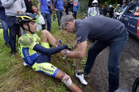 Alberto-Contador-TdF-stage-10-crash-2-630x419