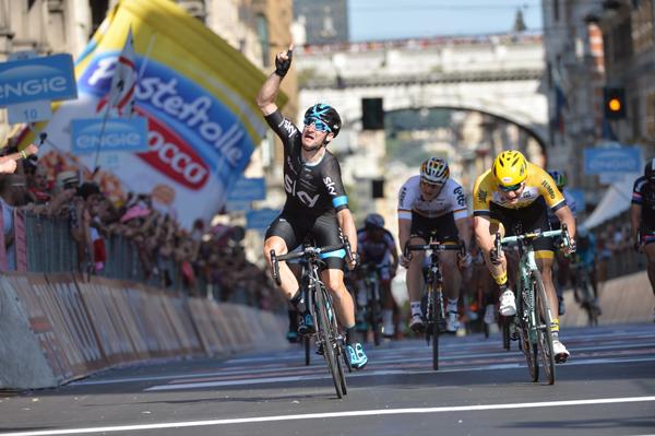 Giro d'Italia 2015: Elia Viviani vince la Seconda Tappa