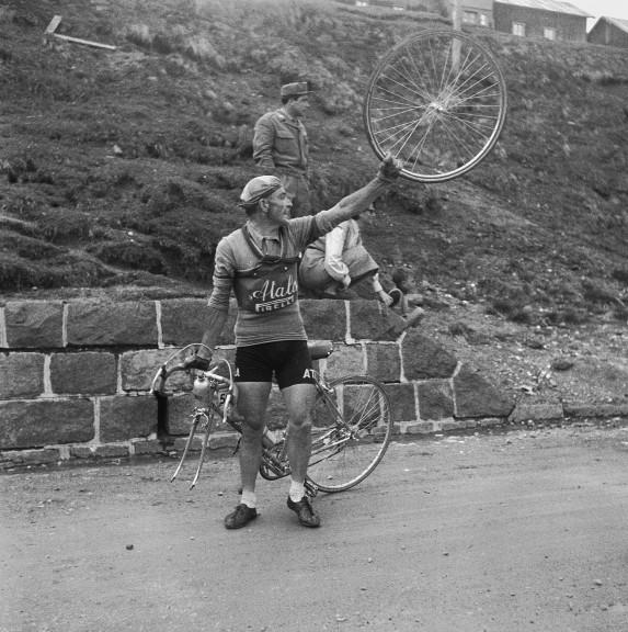 Ciclista al Giro d'Italia - 1954