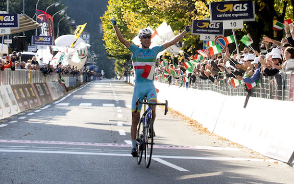 Vincenzo Nibali of Astana Pro Team celebrates on the finish of il Lombardia ​cycling ​race, over 245 km from Bergamo to ​Como, Italy, 4 ​October ​2015.​ ANSA/​CLAUDIO PERI
