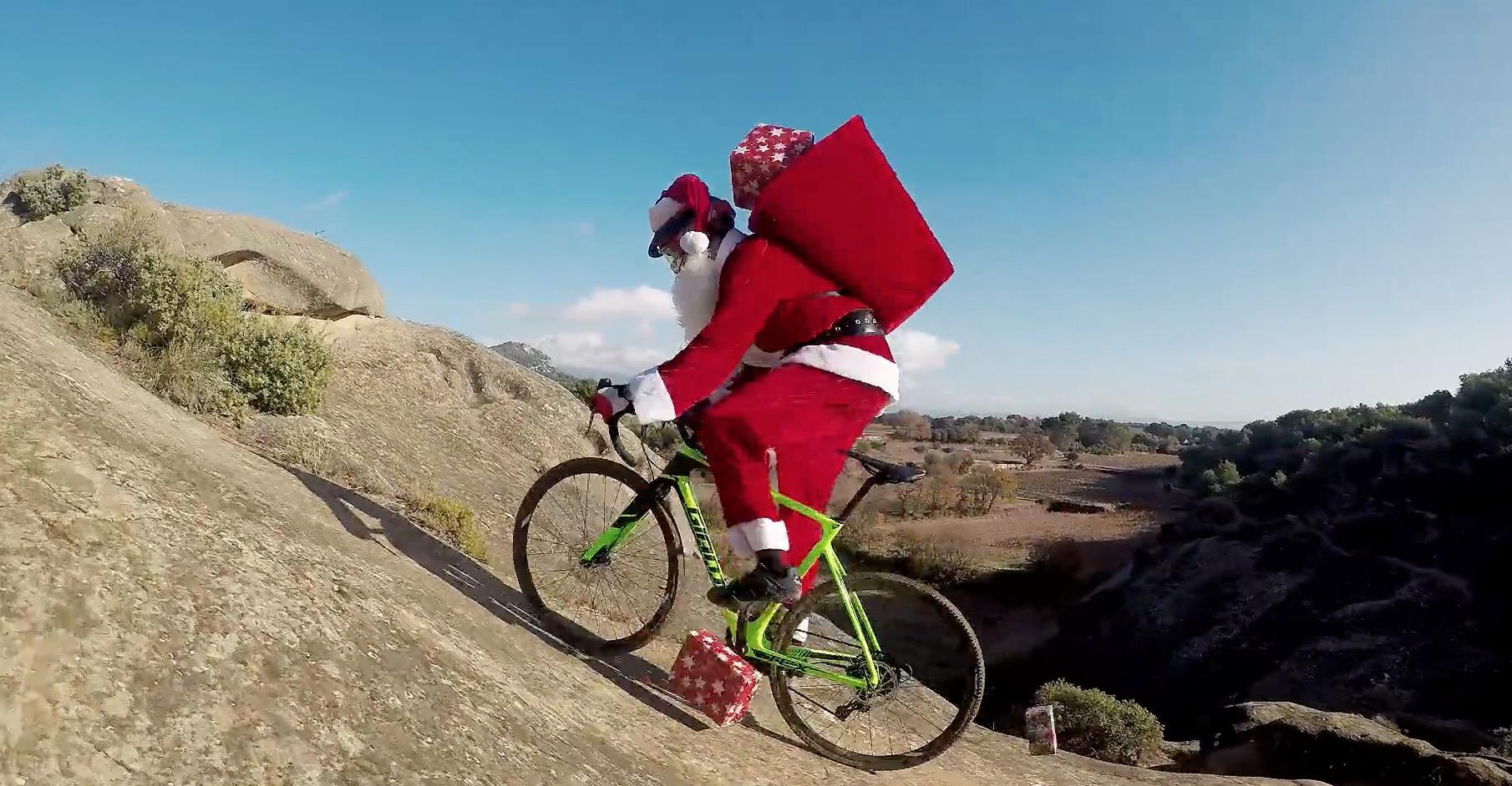 Babbo Natale In Bicicletta.Babbo Natale Arriva In Bici Bdc Mag Com Bici Da Corsa