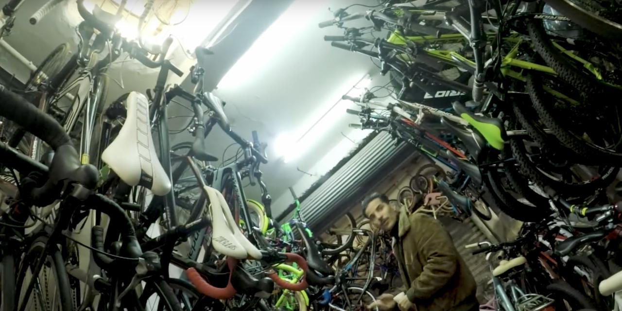 VanMoof scopre per caso un deposito di bici rubate