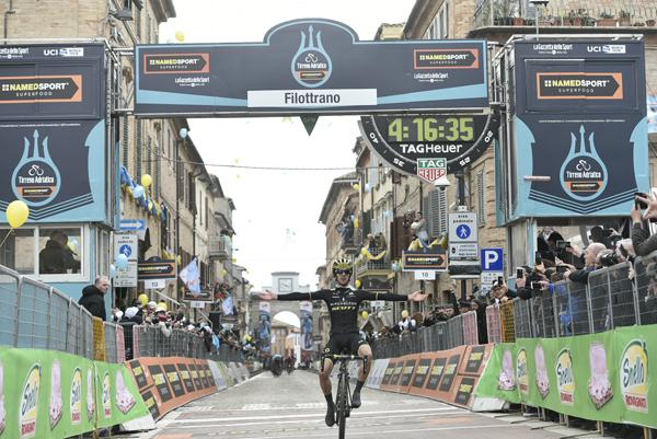 Tirreno-Adriatico 2018: Yates vince la Tappa 5, Kwiatkowski Maglia Azzurra