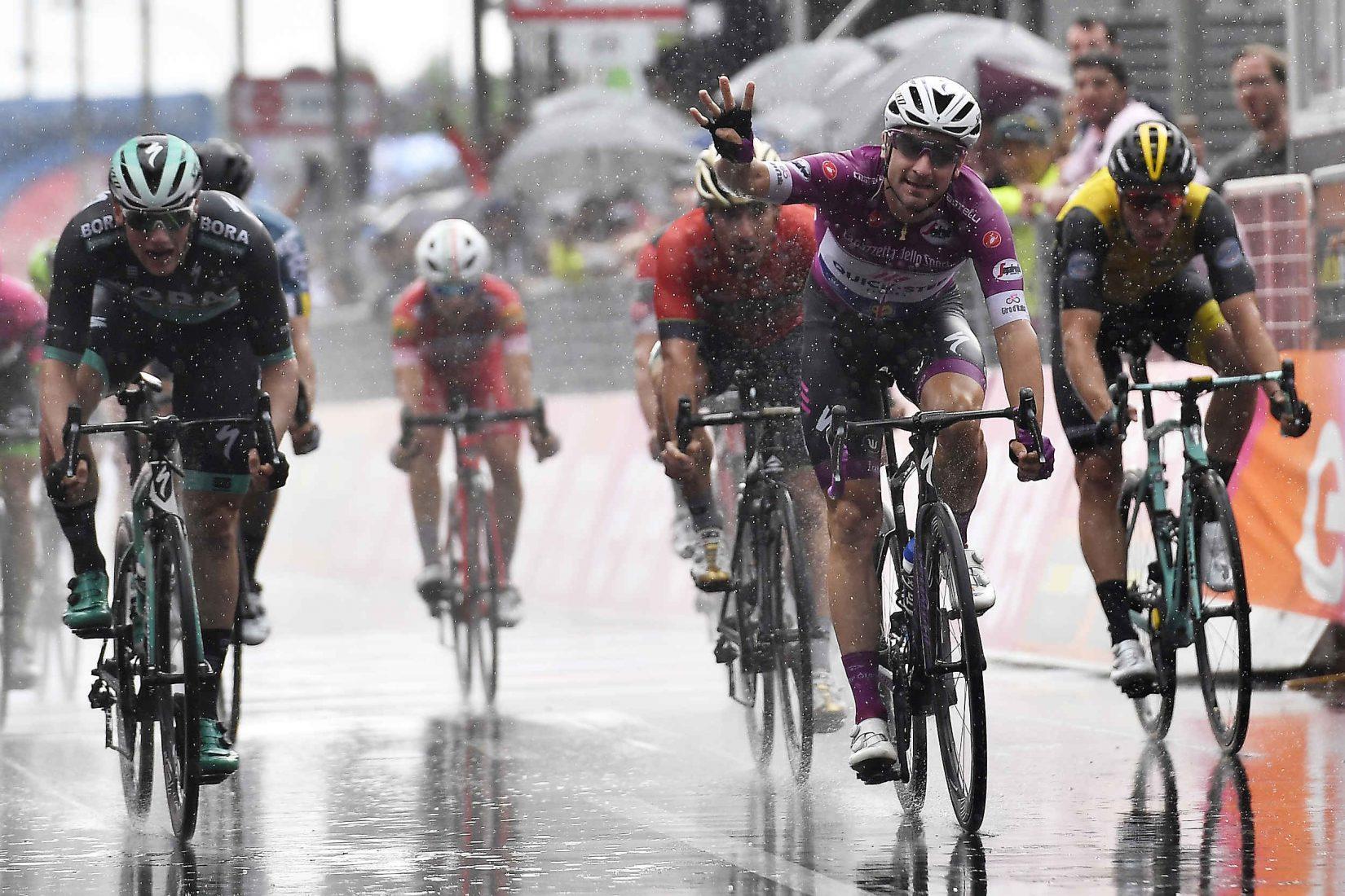 Giro 101: Viviani, poker sotto la pioggia