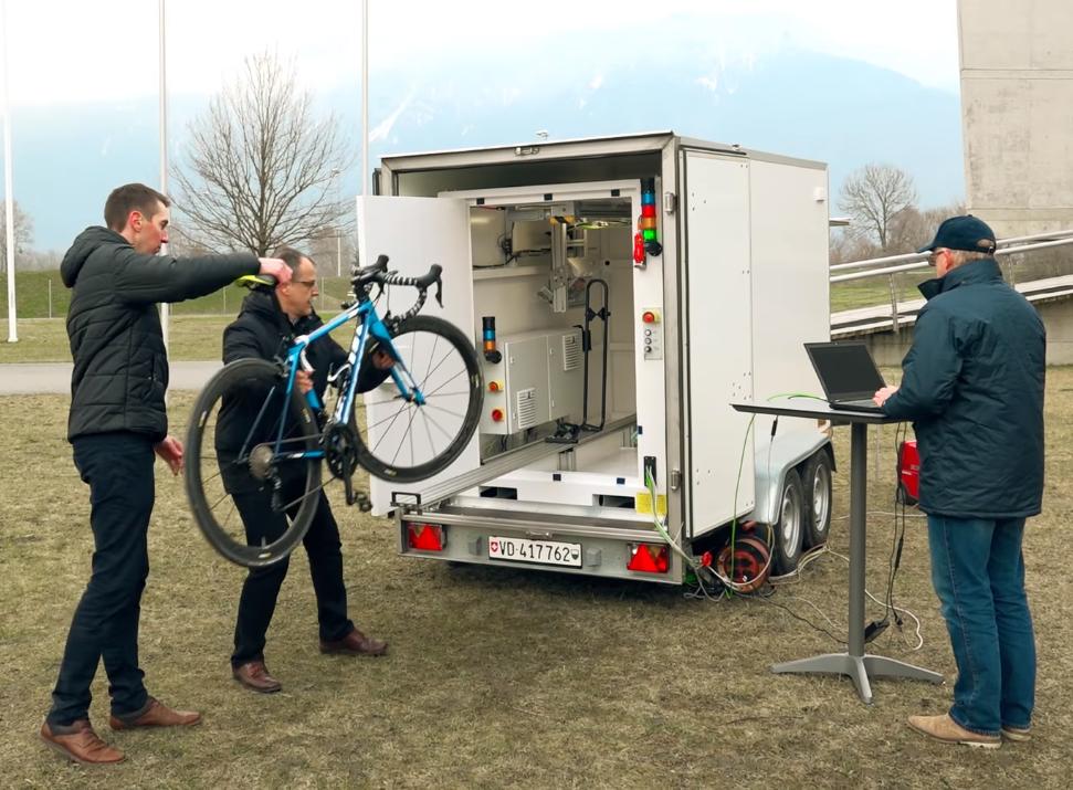 Giro 101: controllata 6 volte la bici di Froome