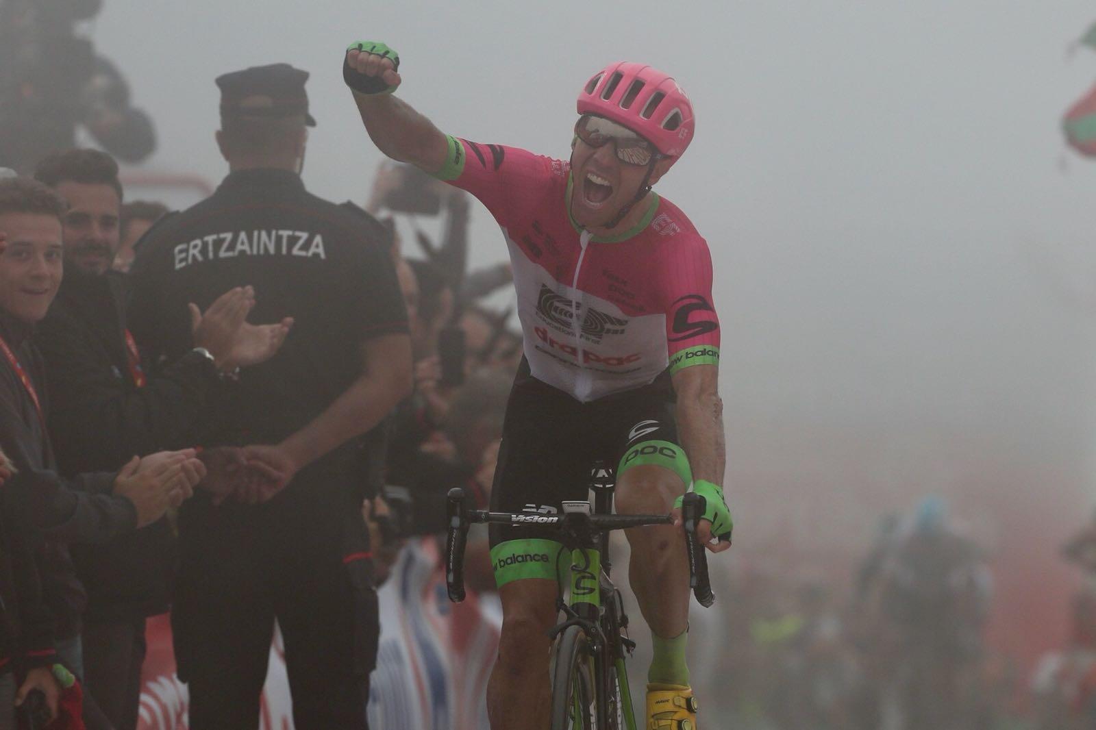 Vuelta 2018: Woods vincitore nella nebbia