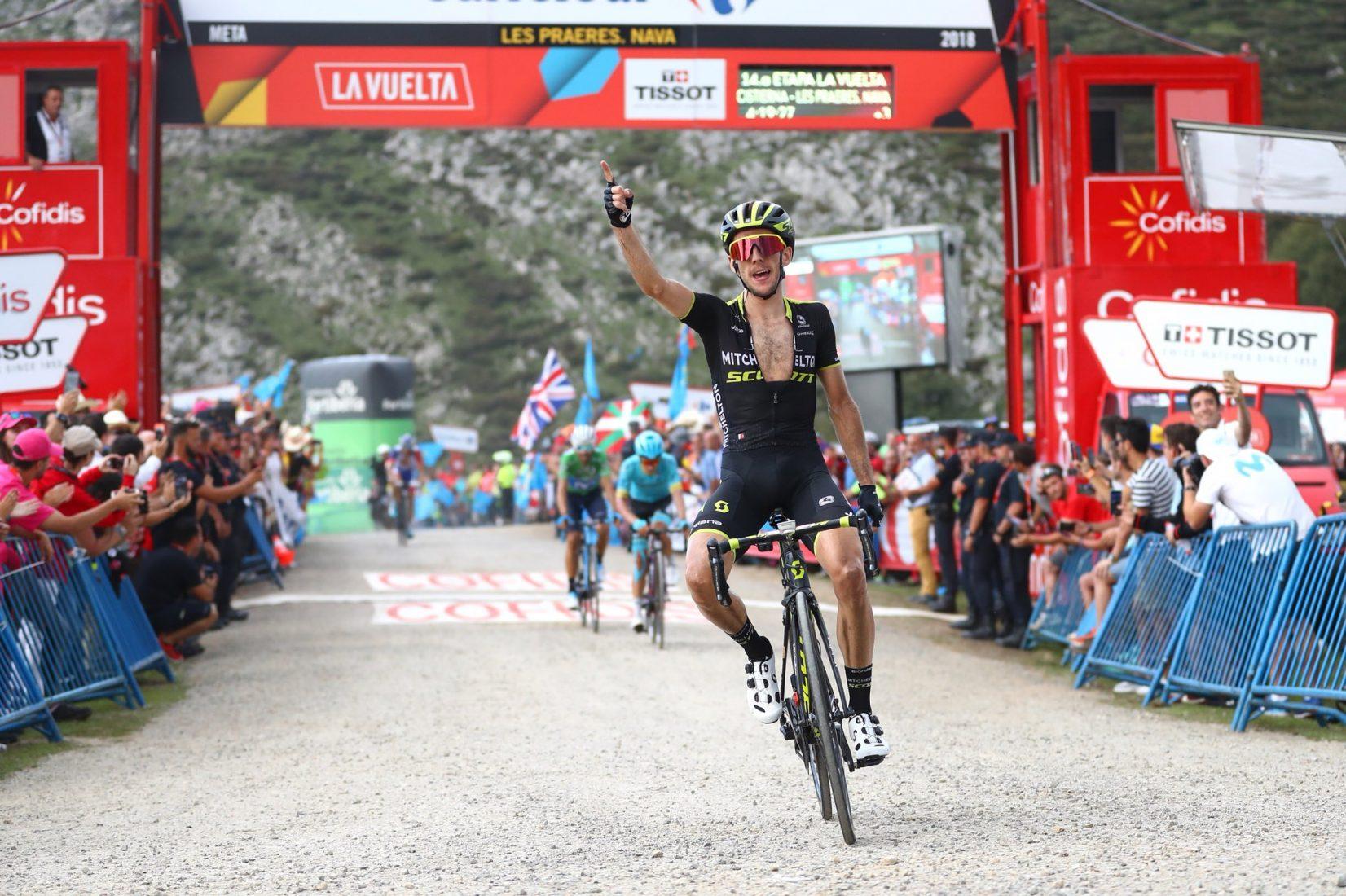 Vuelta 2018: Simon Yates prende tappa e maglia