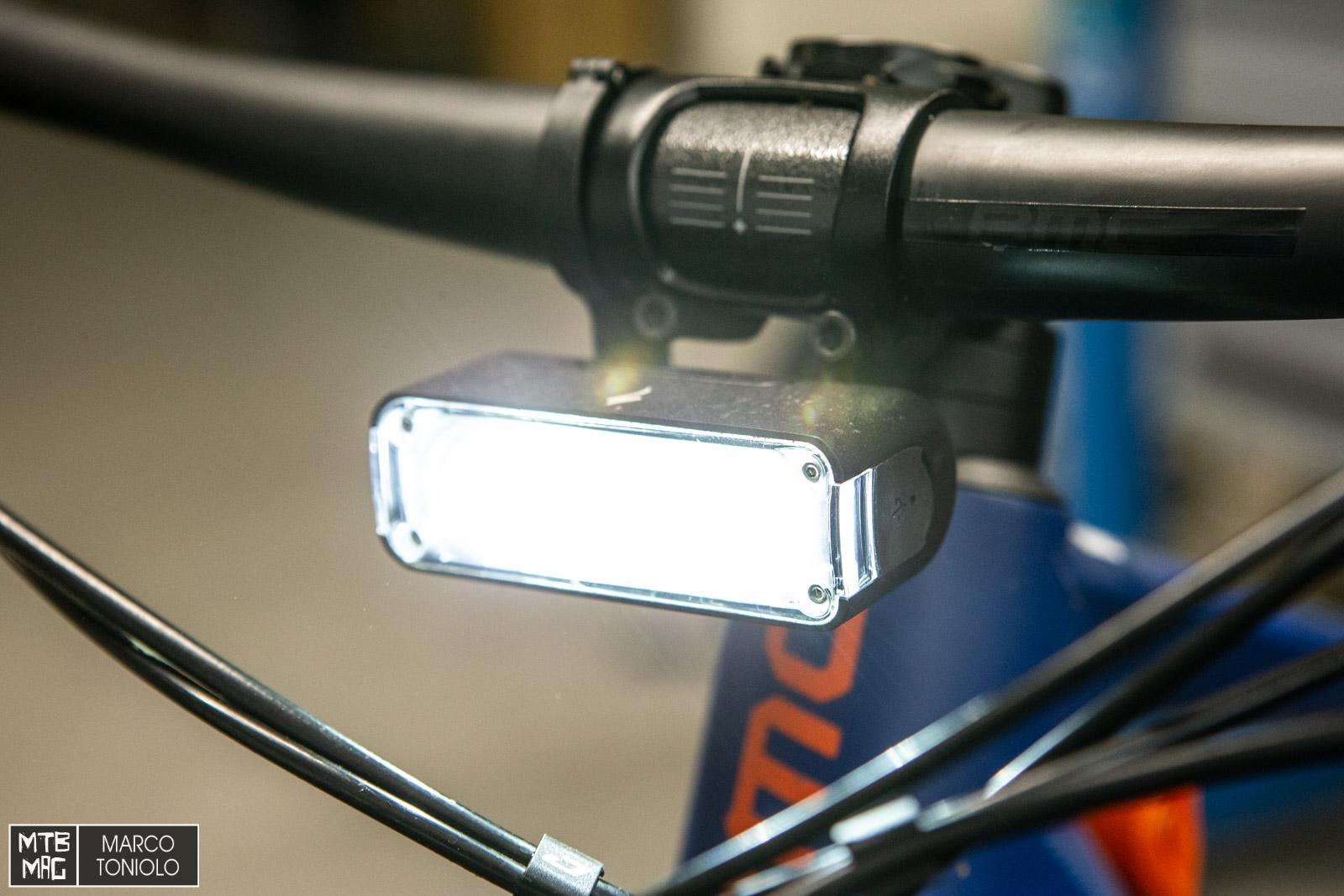 [Test] Nuova luce Specialized Flux 1200