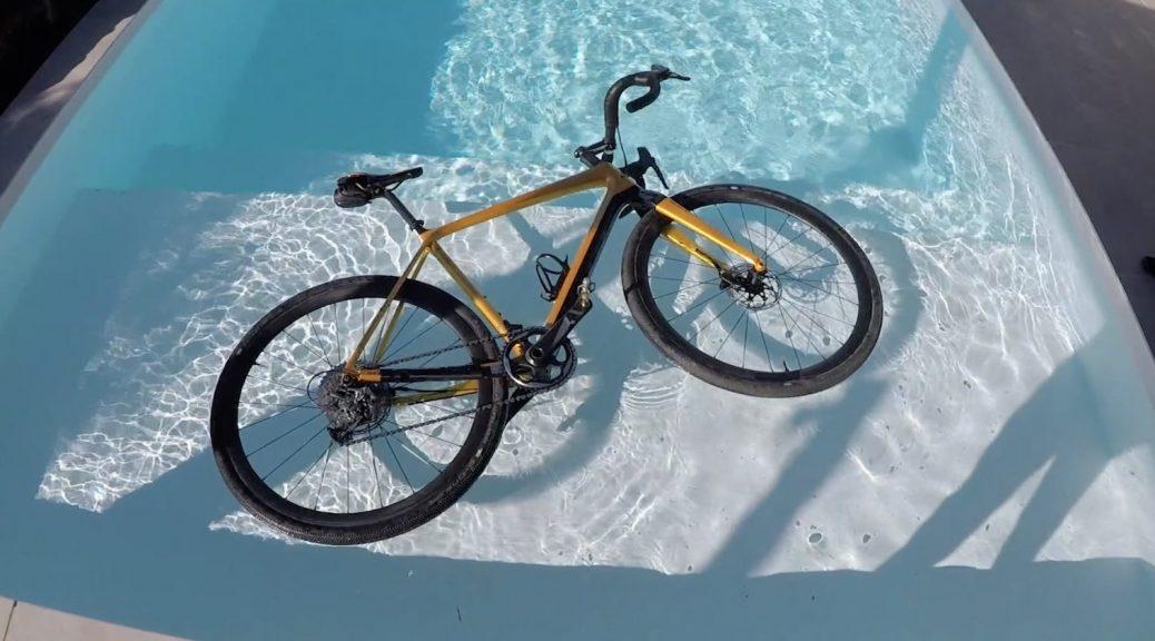 [Video] Le bici in carbonio galleggiano?