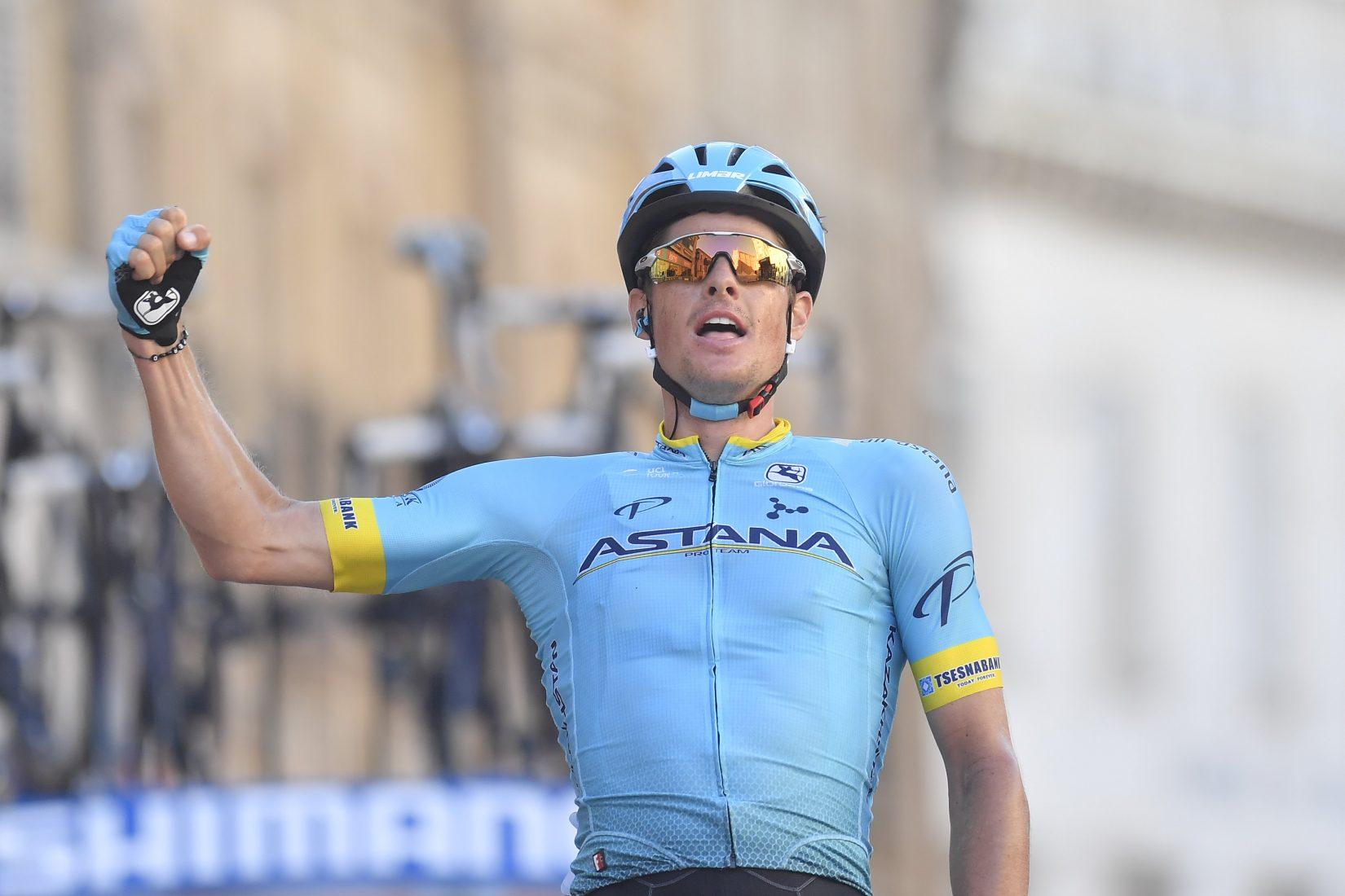 Tirreno-Adriatico: Jakob Fuglsang vince la Tappa 5. Adam Yates ancora azzurro