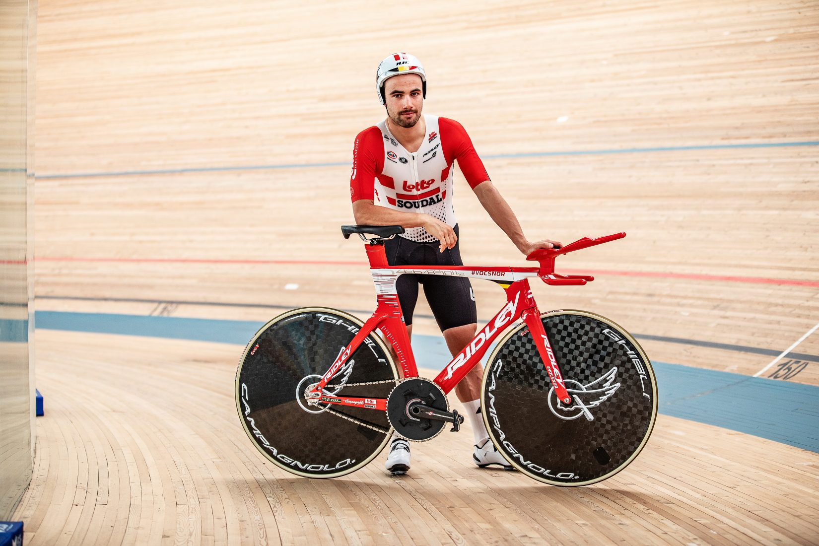 The Flying Moustache. La bici del record di Campenaerts
