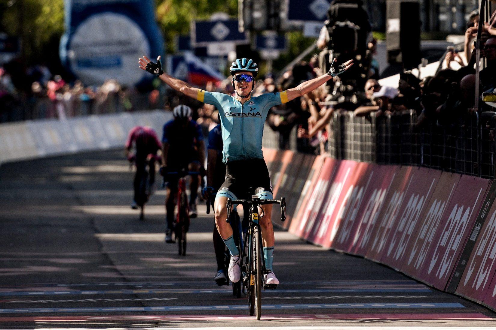 Giro 2019: Carapaz, le mani sul Giro