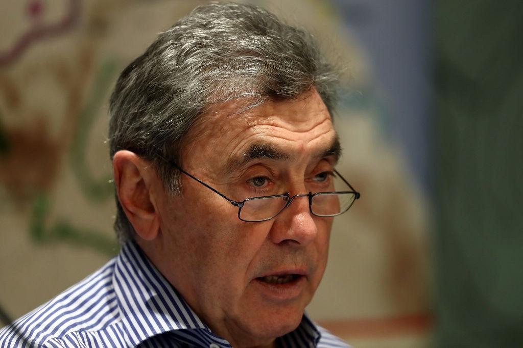 Eddy Merckx in ospedale dopo caduta in bici: grave trauma cranico