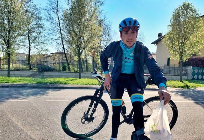 Corridori confinati: Davide Martinelli, solidarietà pedalante