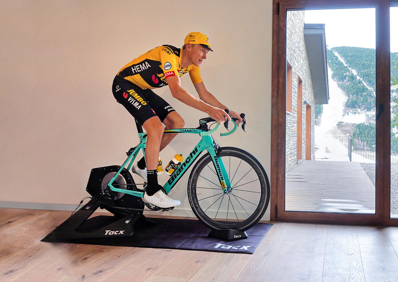 Giro d'Italia Virtual by Enel: sabato si apre la caccia alla Maglia Rosa!