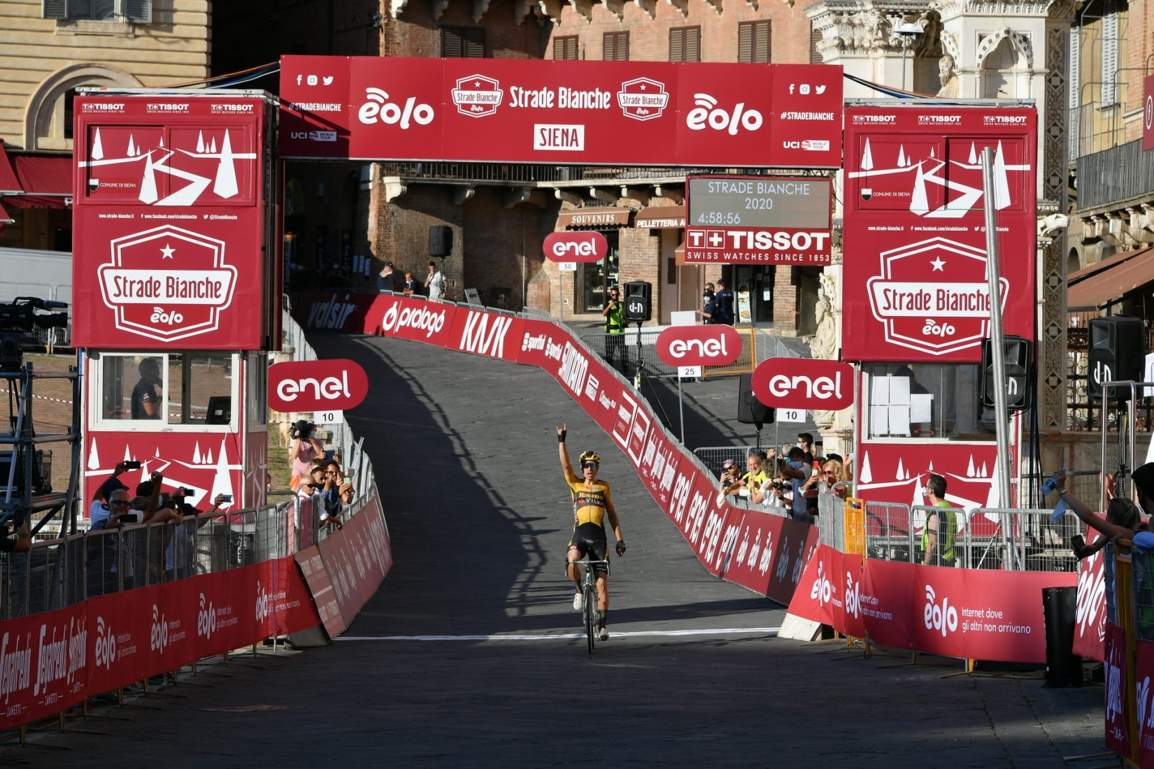 Diego Rosa riparte bene: decimo posto alla Strade Bianche!