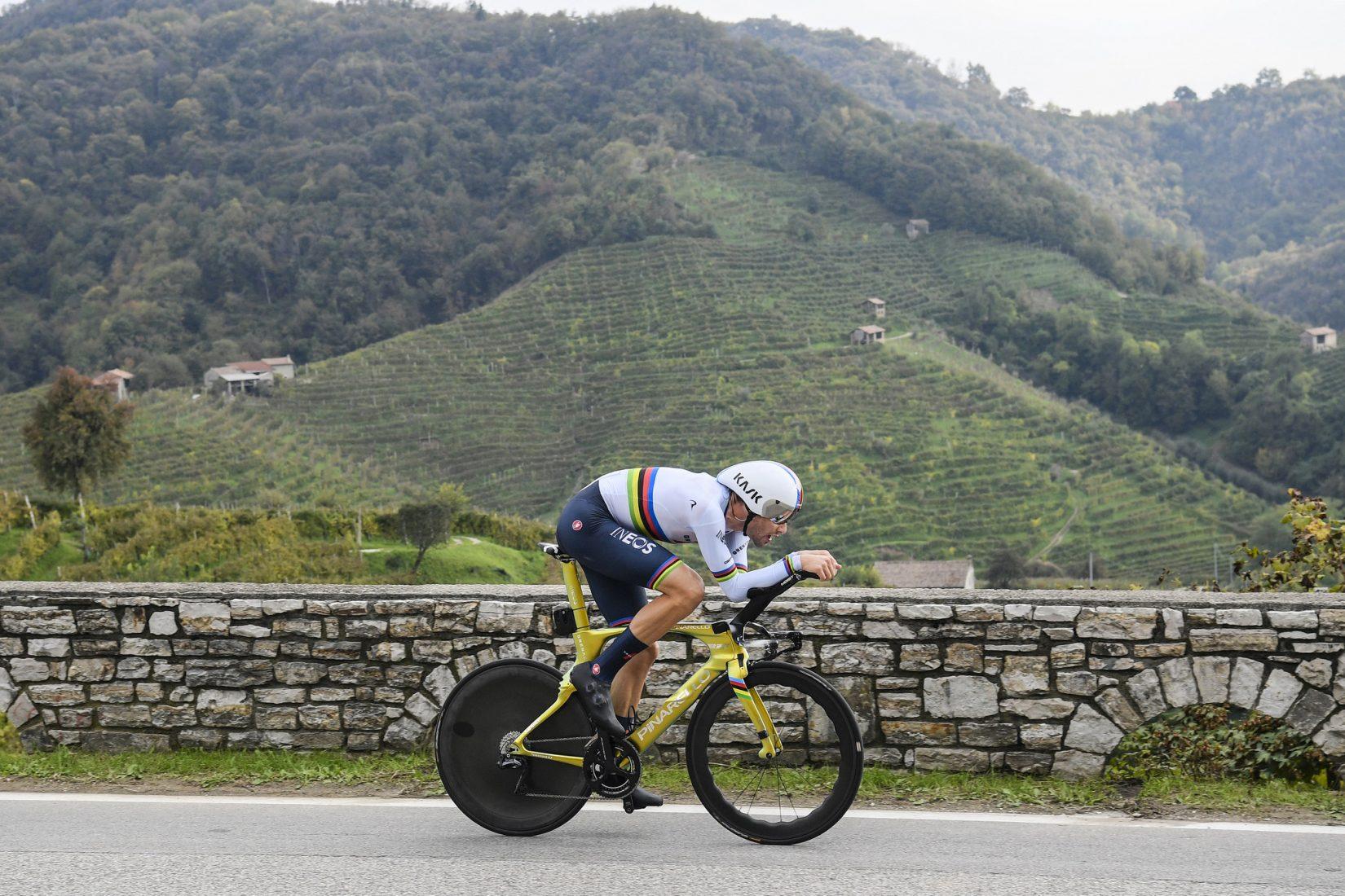 Giro 2020: A Valdobbiadene brindano Ganna e Almeida