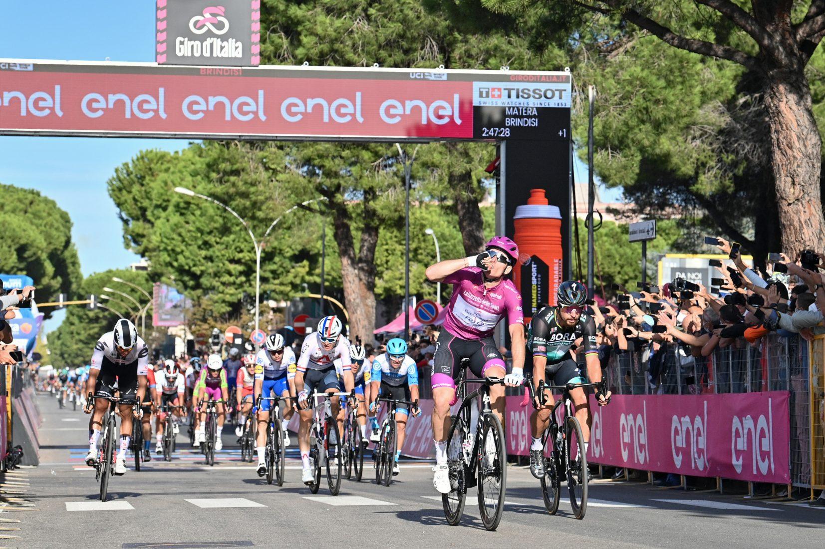 Giro 2020: Brindisi per il tris di Démare. 51,234 km/h: è la media record per una tappa in linea del Giro