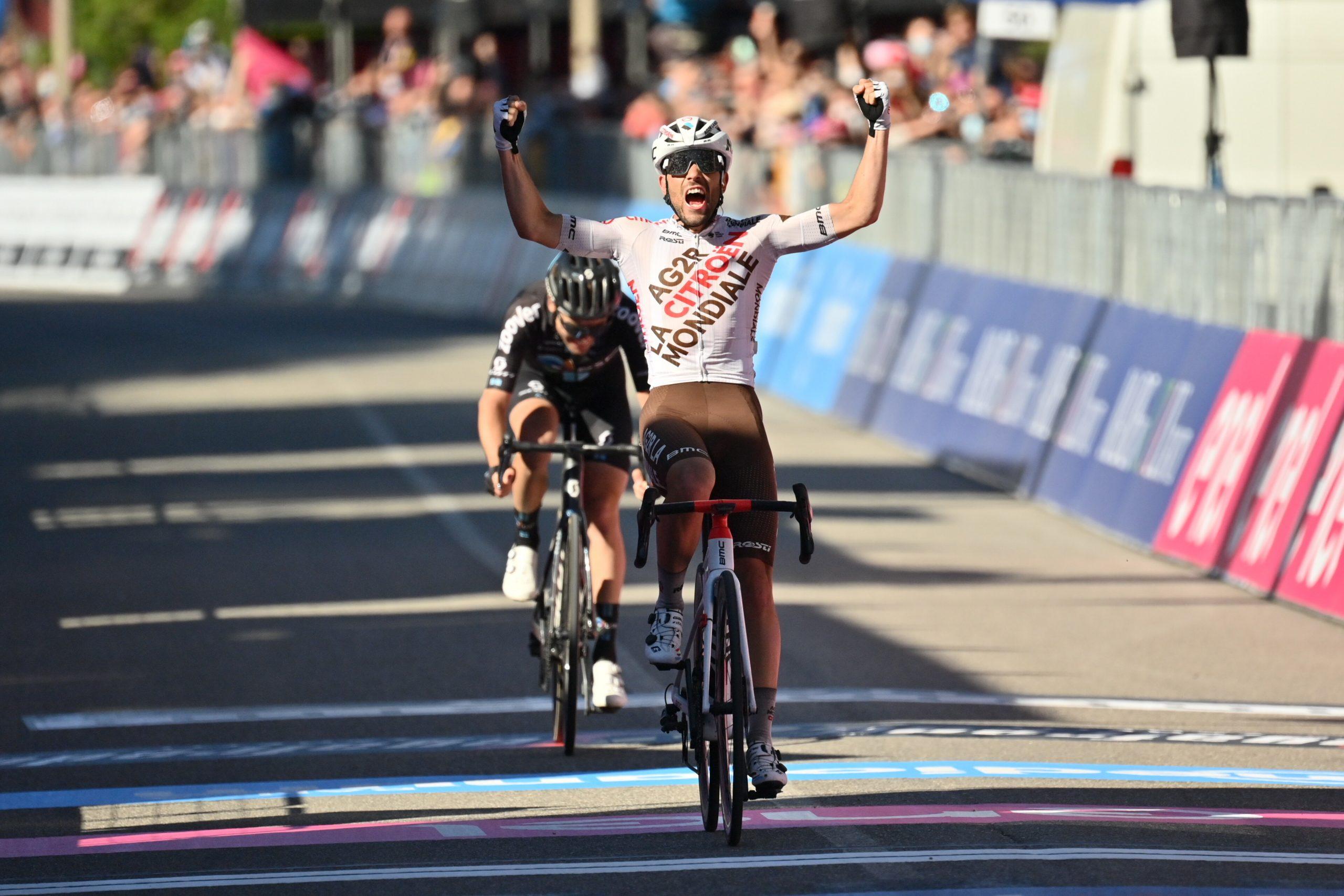 Giro 2021: Andrea Vendrame vince la 12^ tappa. Egan Bernal ancora in Maglia Rosa