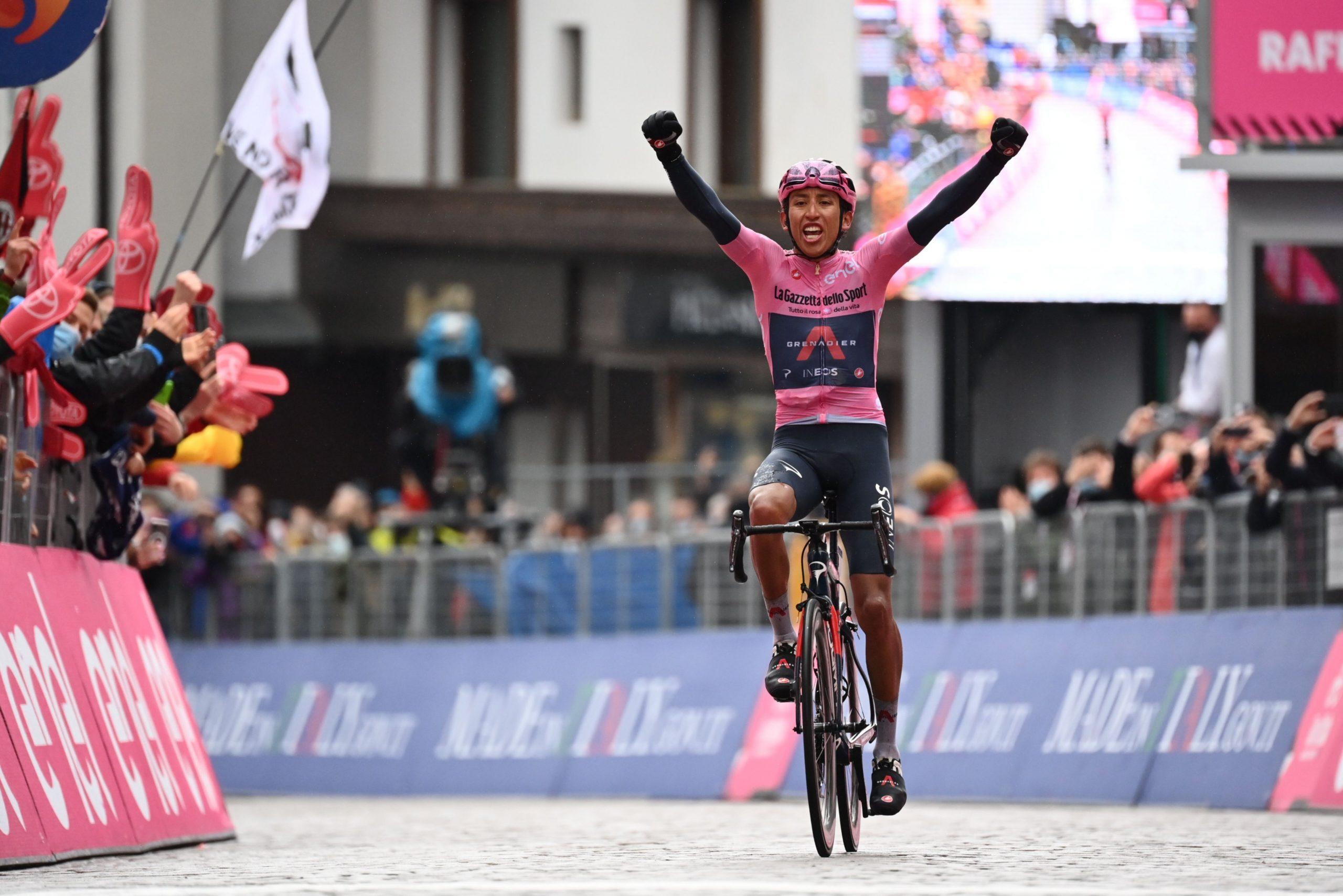 Giro 2021: Egan Bernal vince la 16^ tappa e aumenta il vantaggio in classifica generale