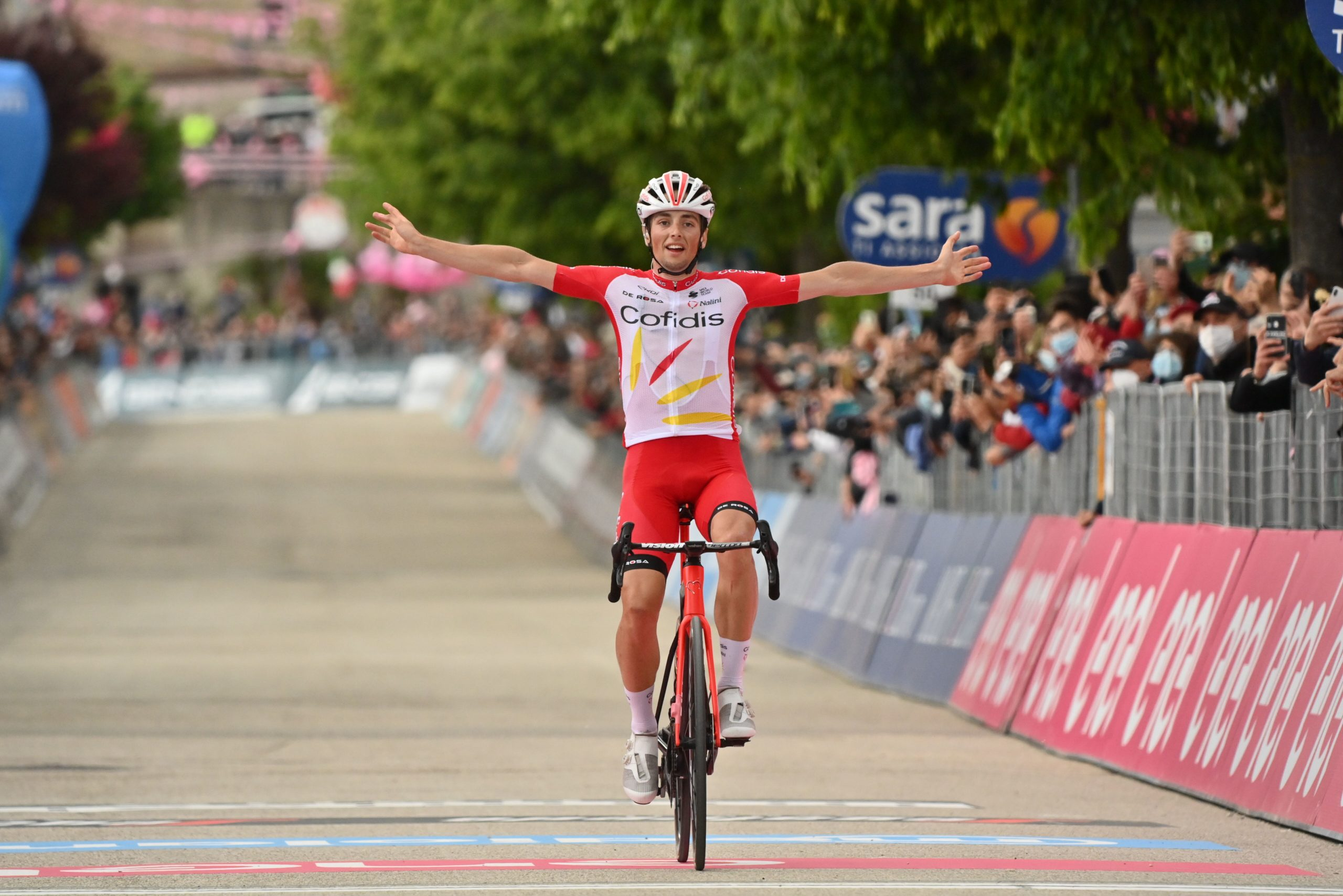 Giro 2021: Victor Lafay vince l'8^ tappa, Attila Valter ancora in Maglia Rosa