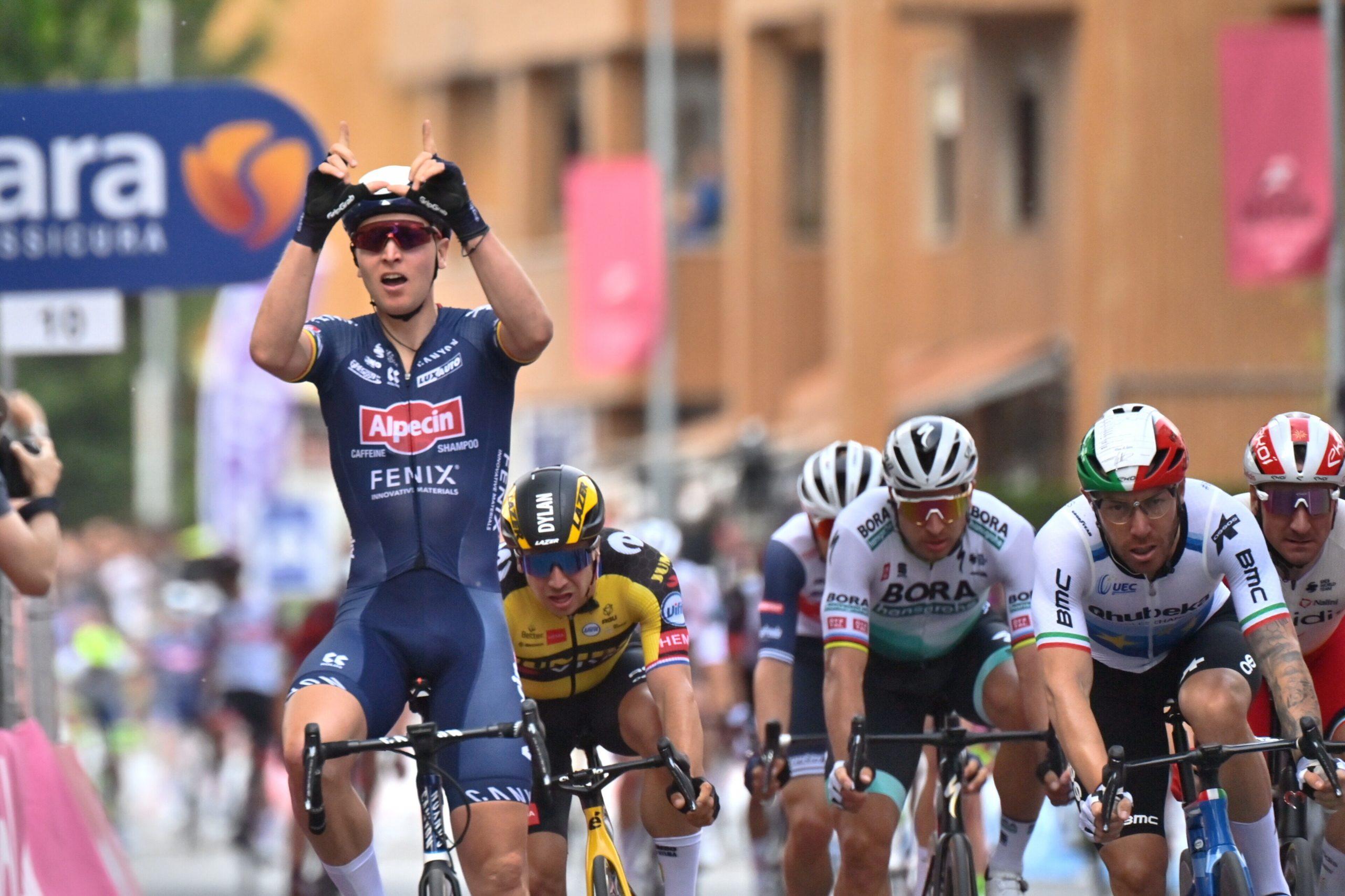 Giro 2021: Tim Merlier vince la seconda tappa